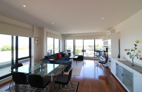 Take In Sensational Panaromic Views From This Beautifully Presented Fully Furnished Sub-Penthouse!