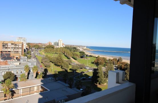 DAZZLING PANORAMIC VIEWS COMPLIMENT THIS FULLY FURNISHED BAYSIDE 1BR INC. STUDY!