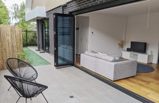 Stunning Near New Courtyard Residence in Sensational Location!