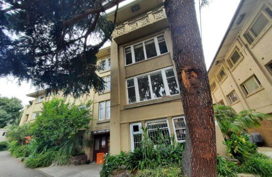 Dreamy Deco Located in Leafy Riverside Locale