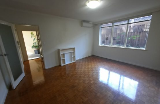 Well Spaced and Superbly Located 2-bedroom in Leafy Locale!